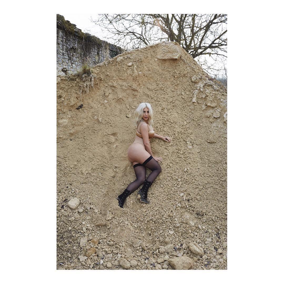 Sexy Pics Of Kim Kardashi...