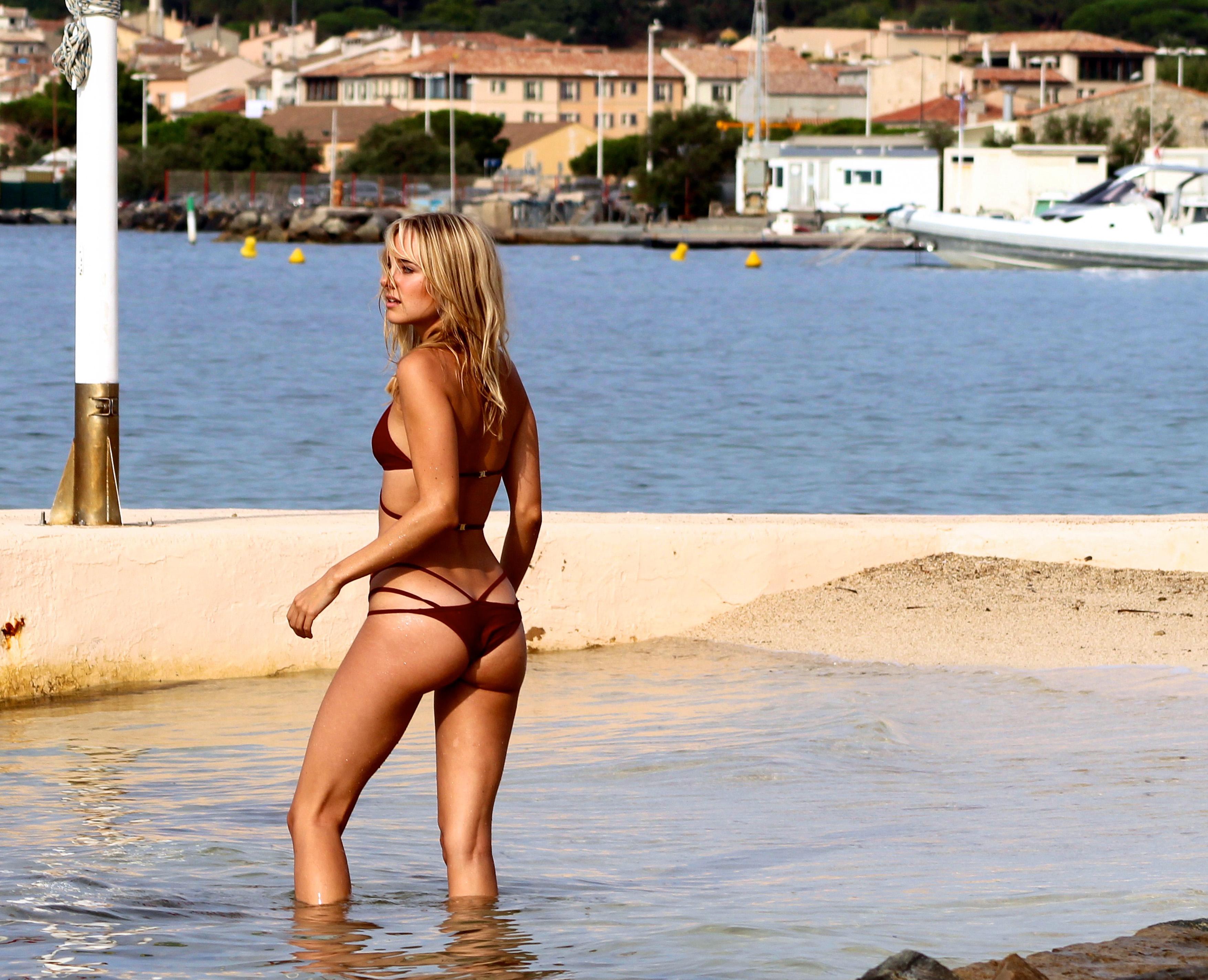Kimberley Garner Bikini P...
