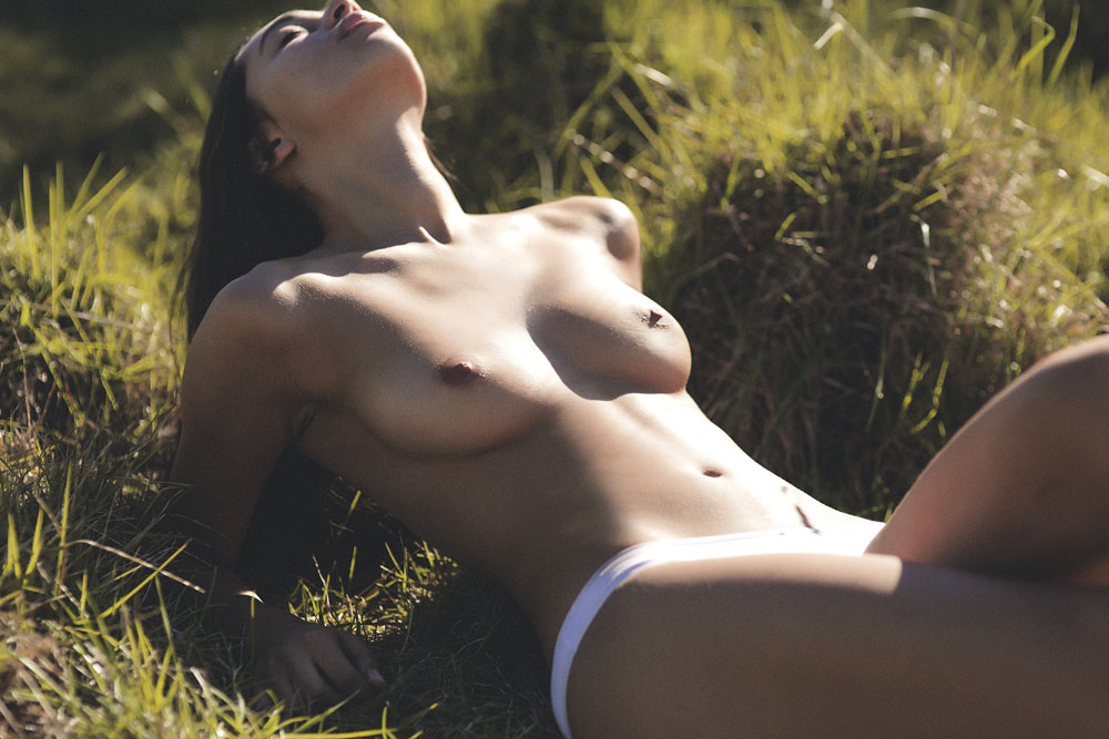 Kirstie Beck Topless Phot...