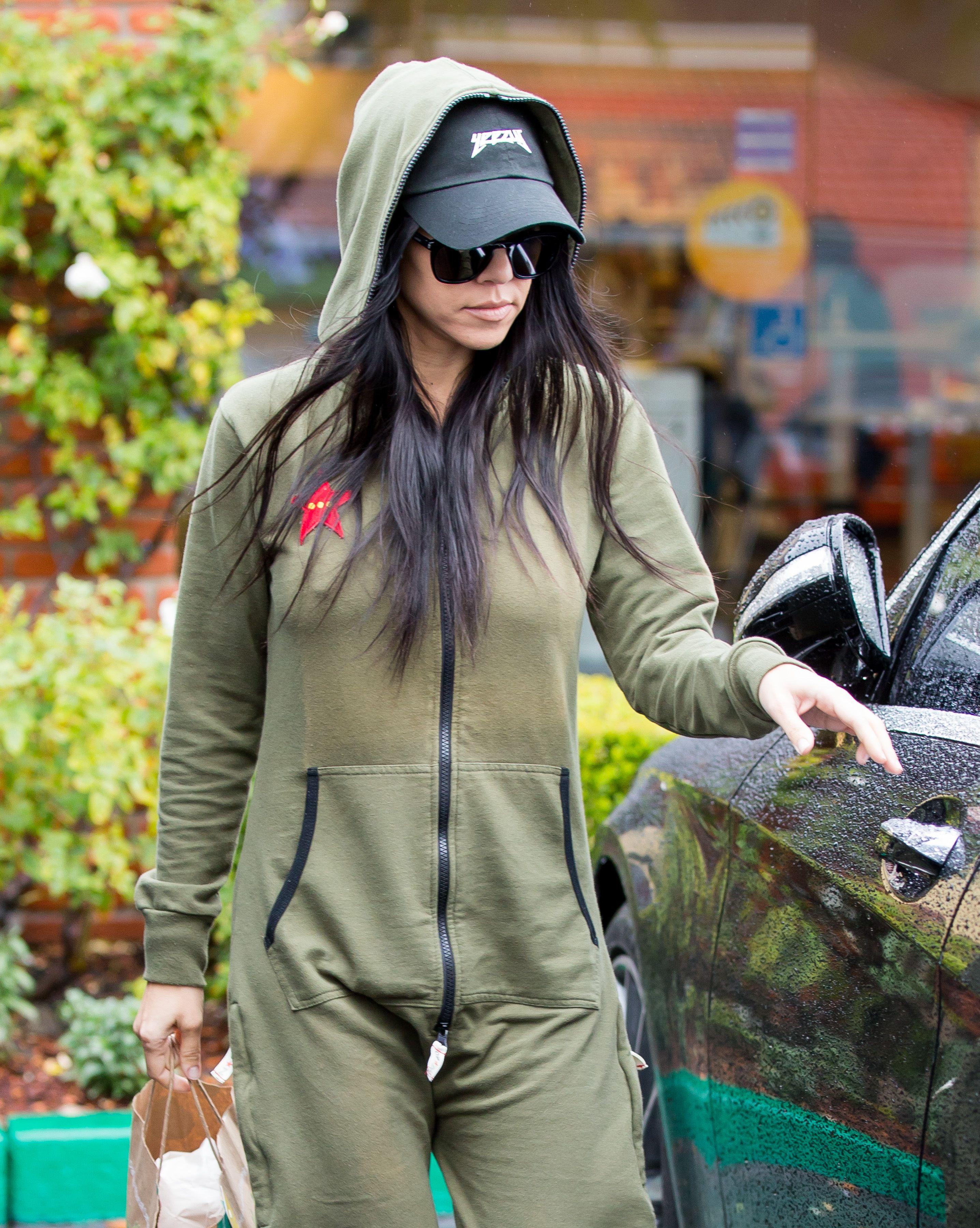 Kourtney-Kardashian-Pokies-2