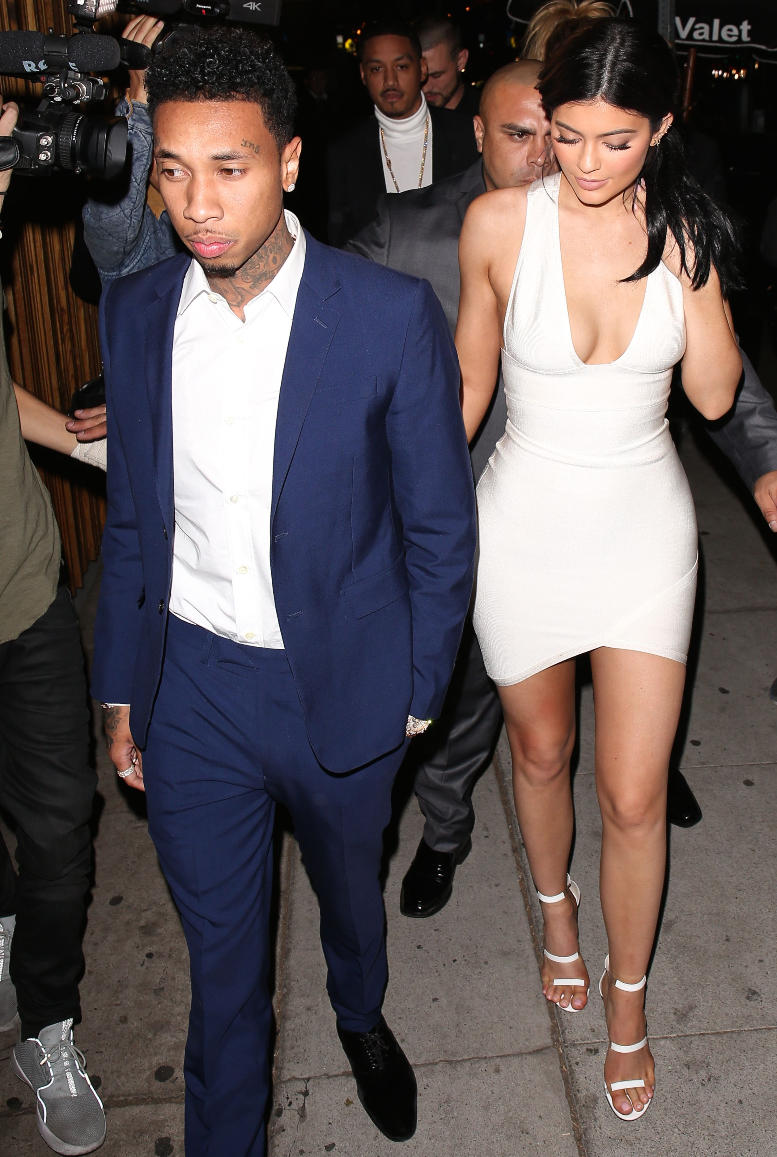 Kylie Jenner Cleavage Pho...