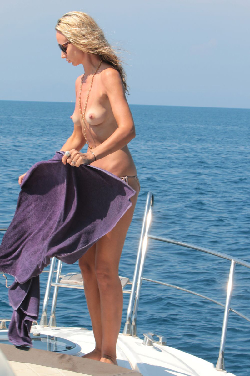 Lady-Victoria-Hervey-Topless-3
