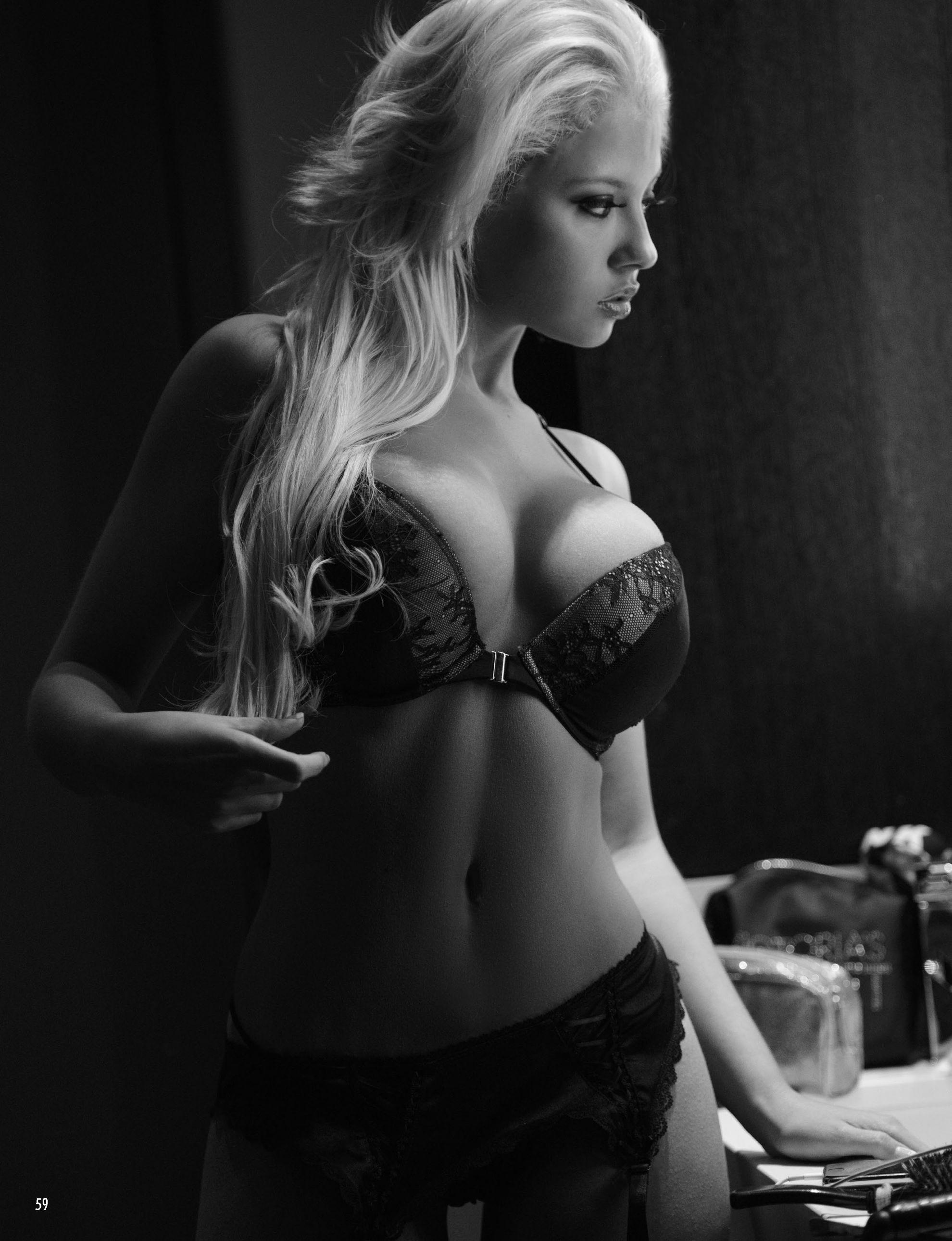 Lauren Luongo Topless Pic...