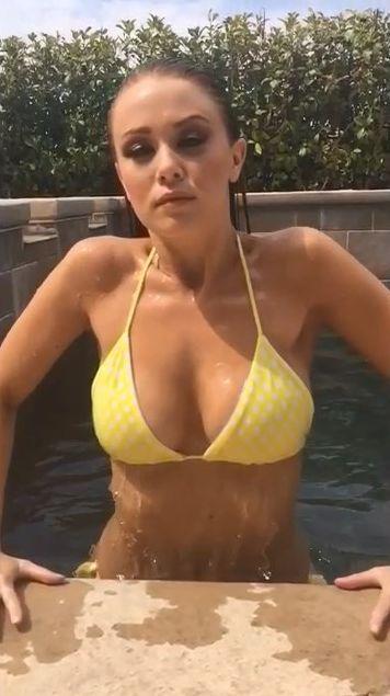 Leanna Decker Bikini Pics