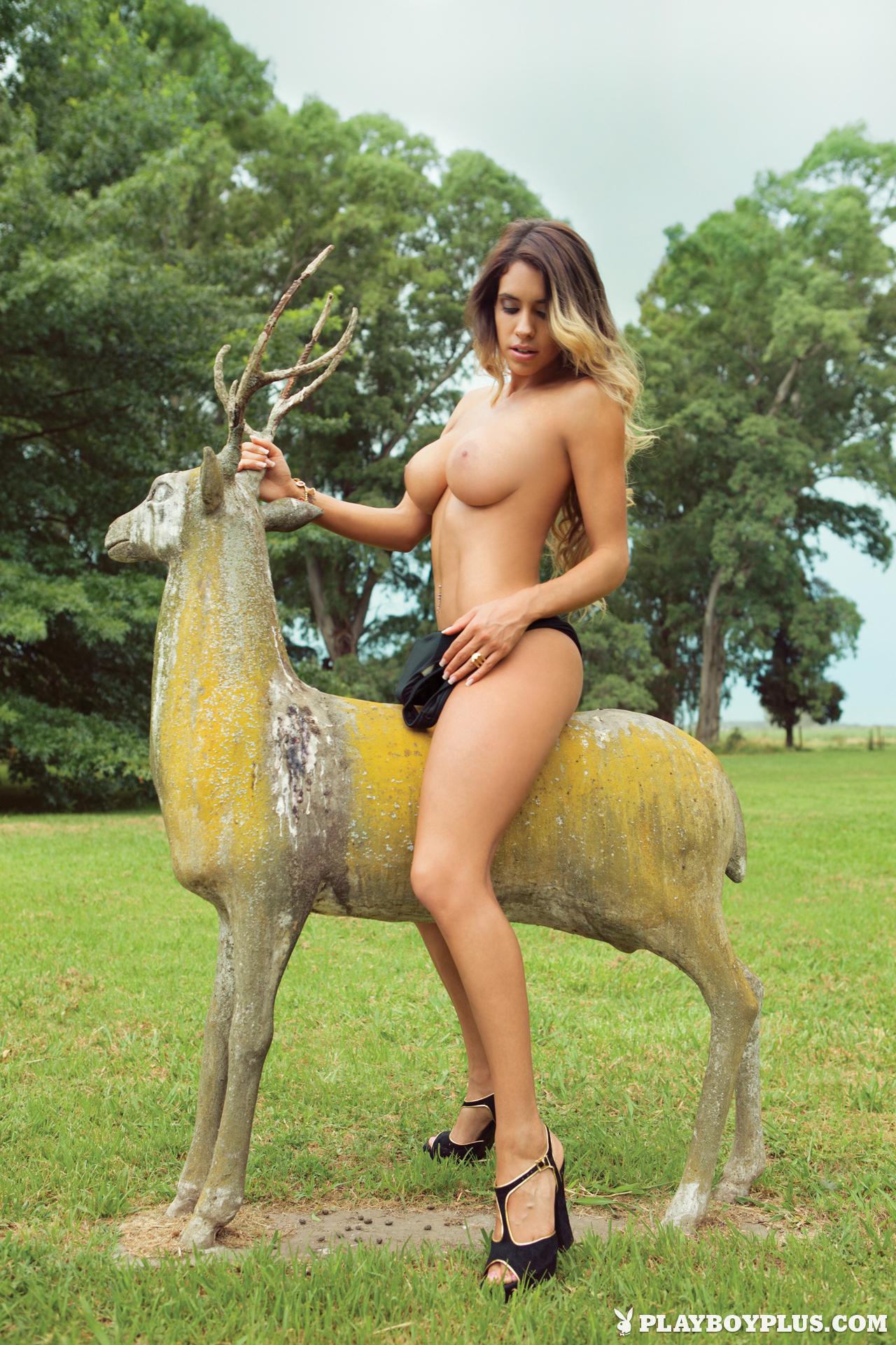 Leonela Ahumada Nude Phot...