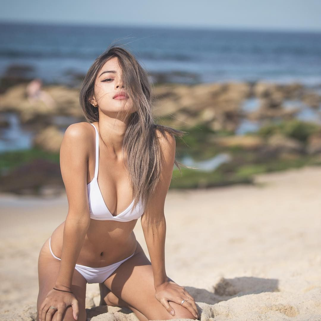 Sexy Photos Of Lily Mayma...