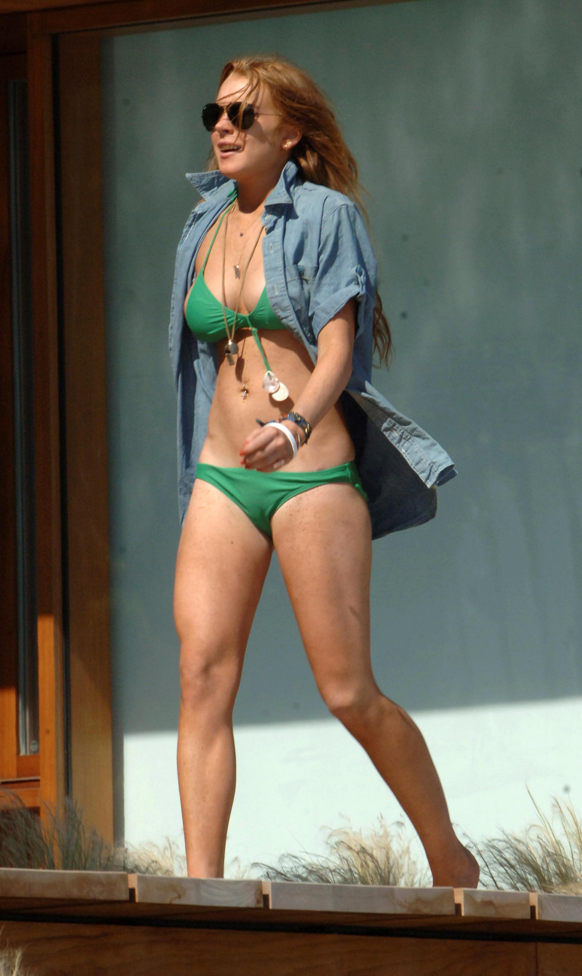 Lindsay Lohan Bikini Nips...