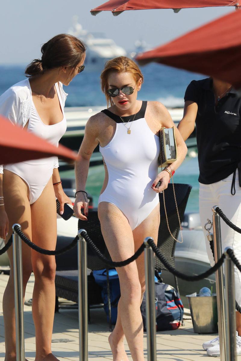 Lindsay-Lohan-Cameltoe-Pokies-3