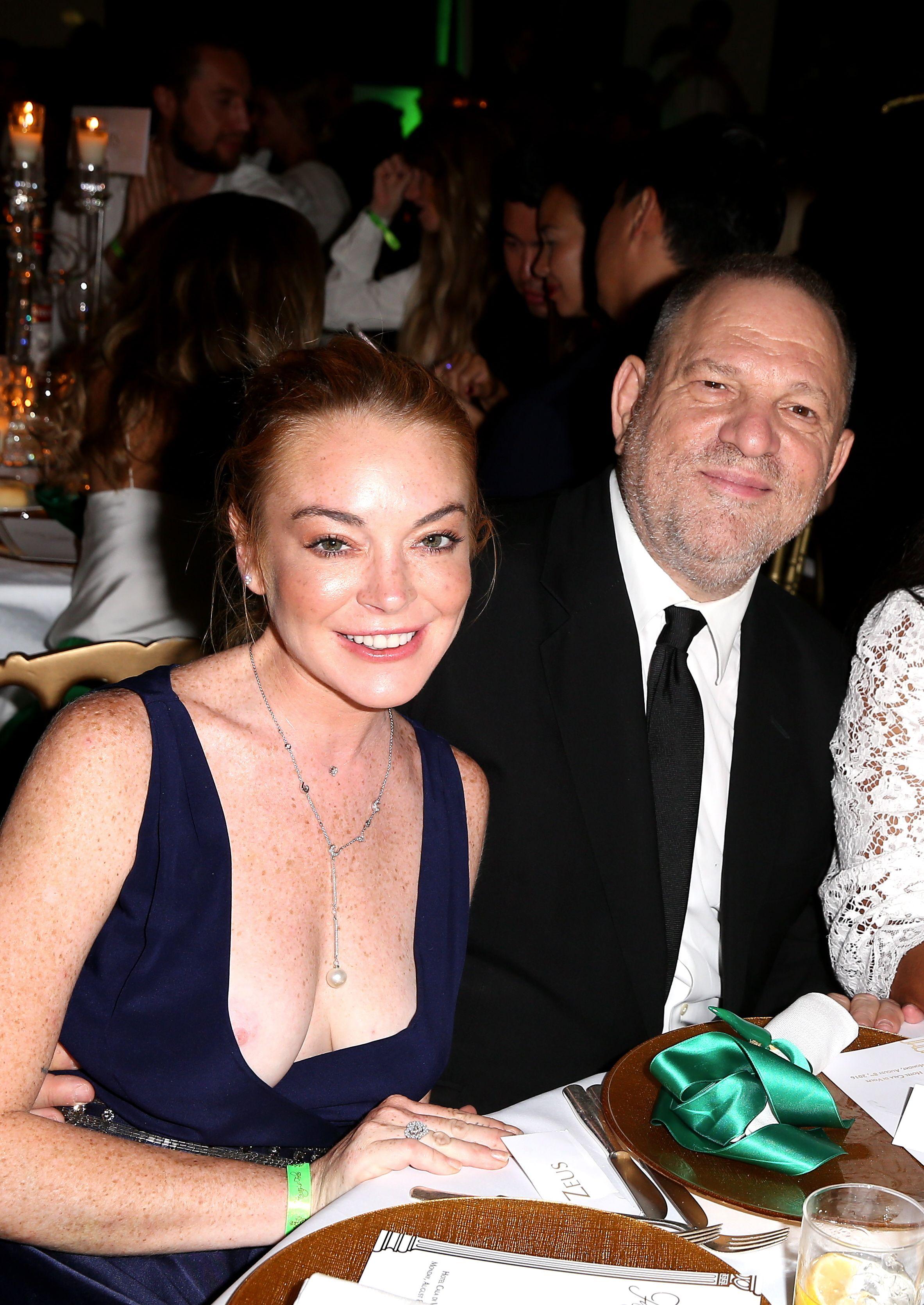 Lindsay Lohan Nipslip Pho...