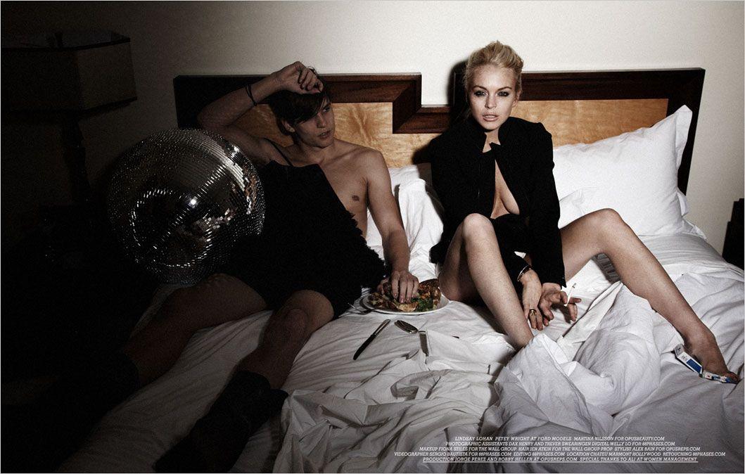 Lindsay Lohan Topless Pho...