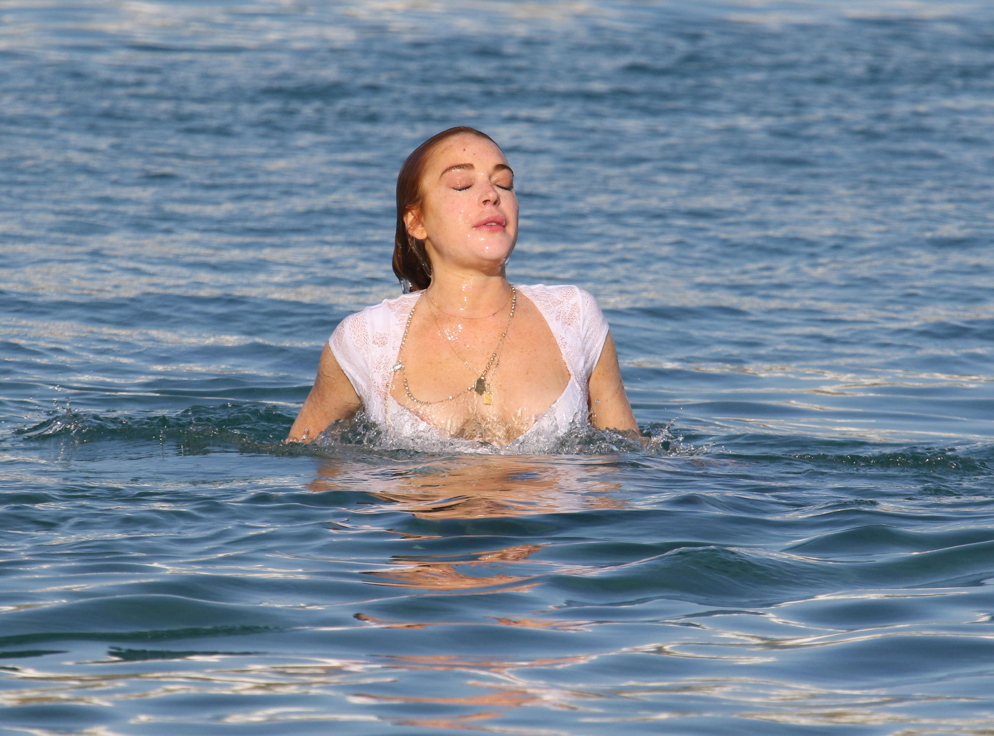Lindsay Lohan Bikini Pics