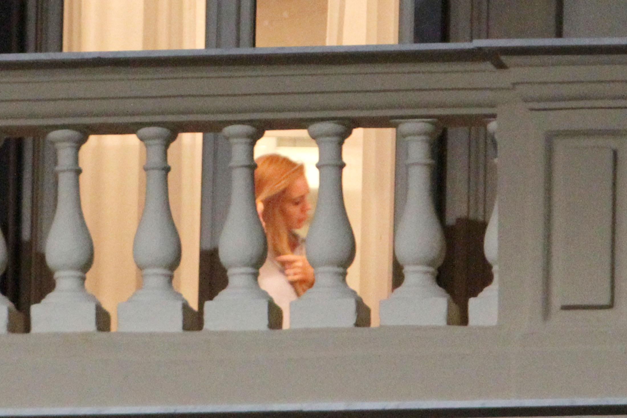 Lindsay Lohan Caught Nake...