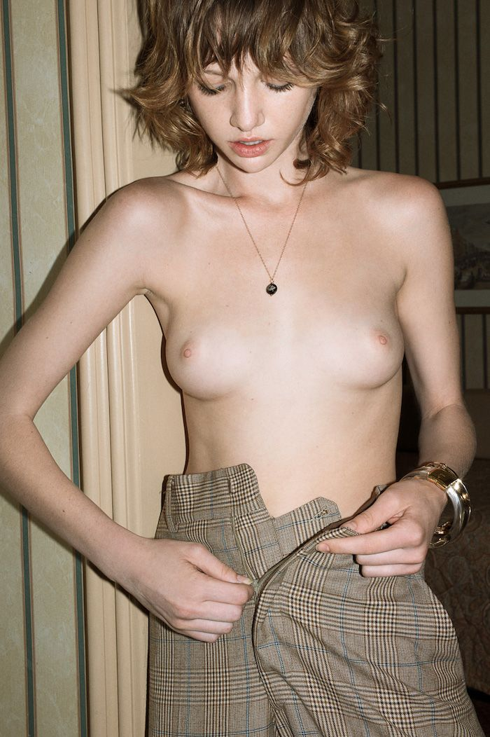 Naked Photos Of Lindsey B...