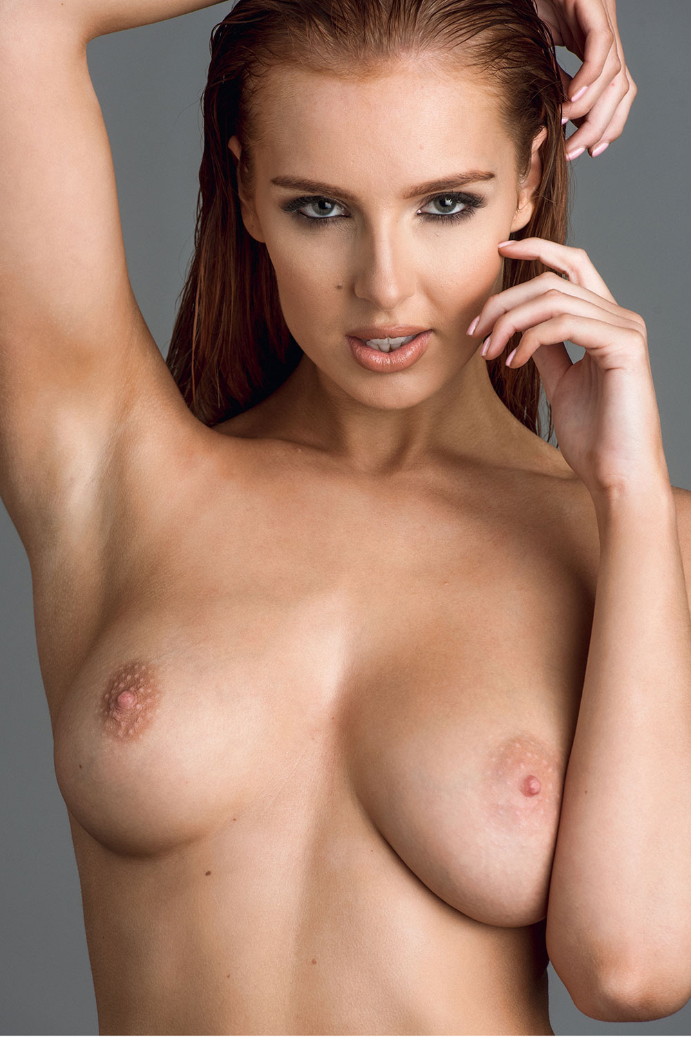 Topless Photoshoot Of Lis...