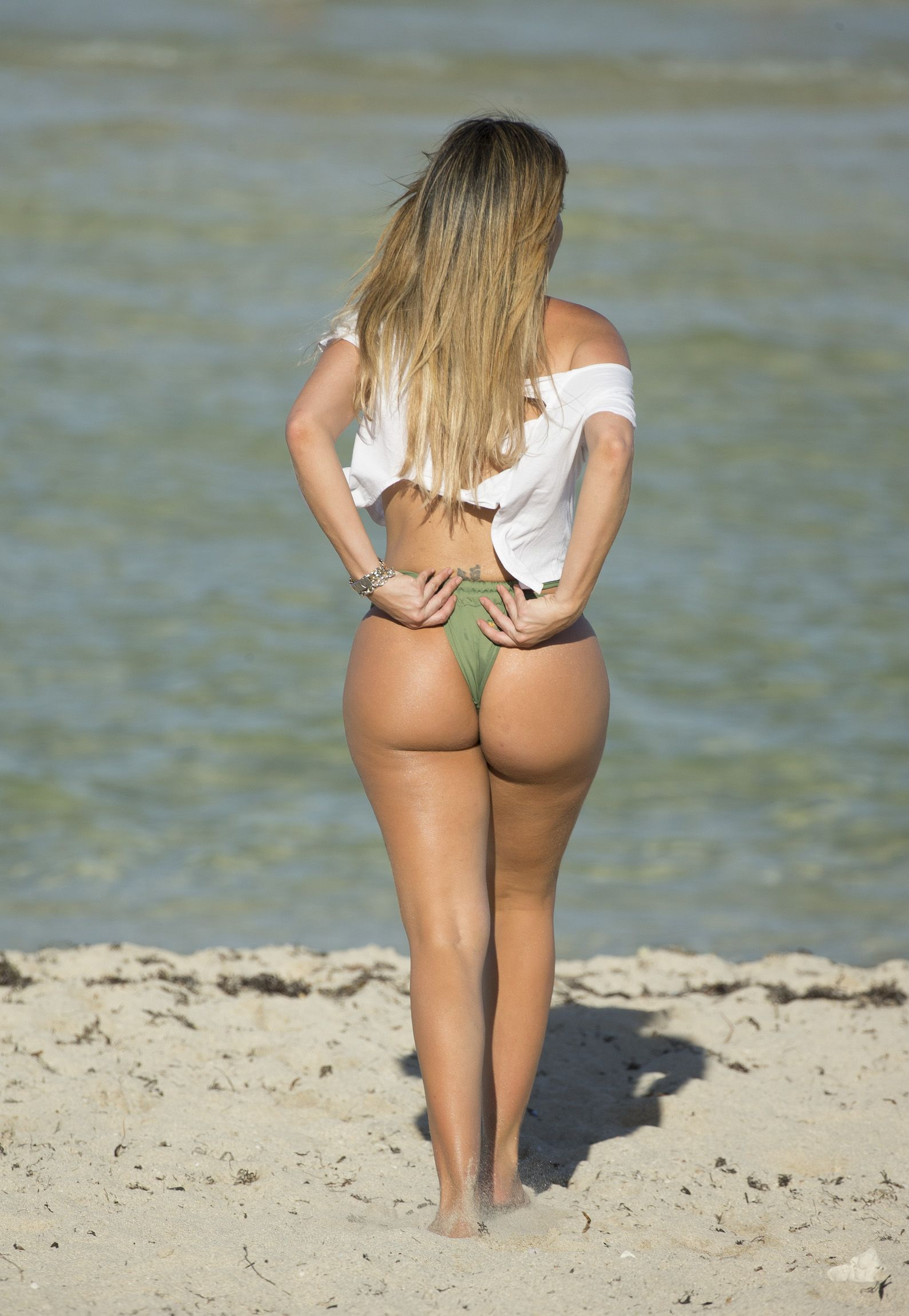 Booty Photos Of Liziane G...