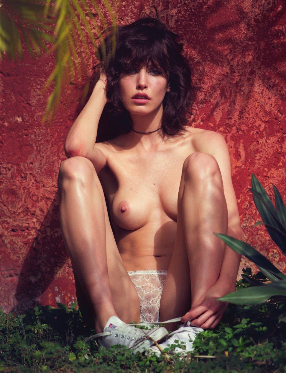 Lorelle Rayner Topless Ph...