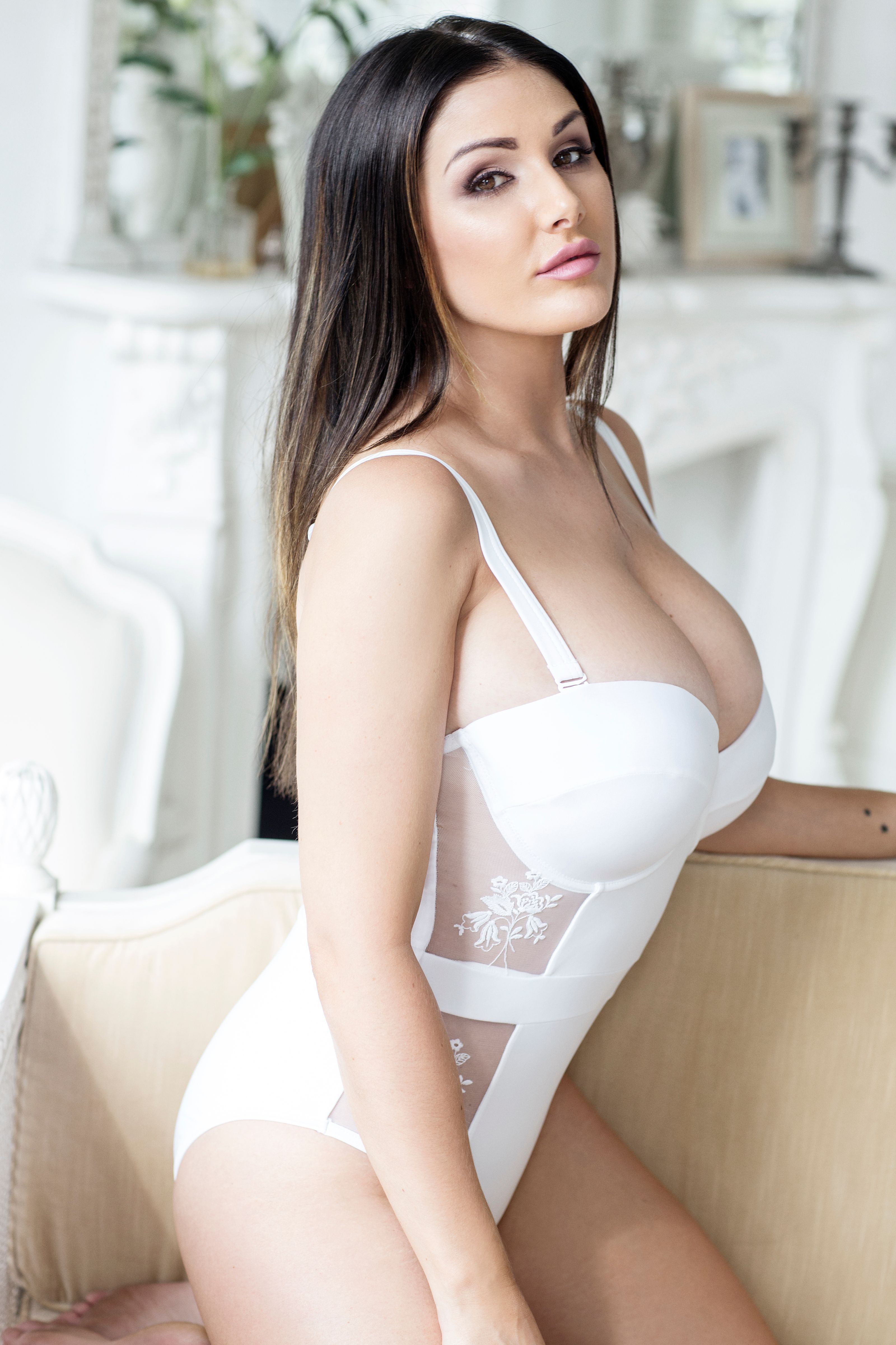 Lucy Pinder Sexy Photos