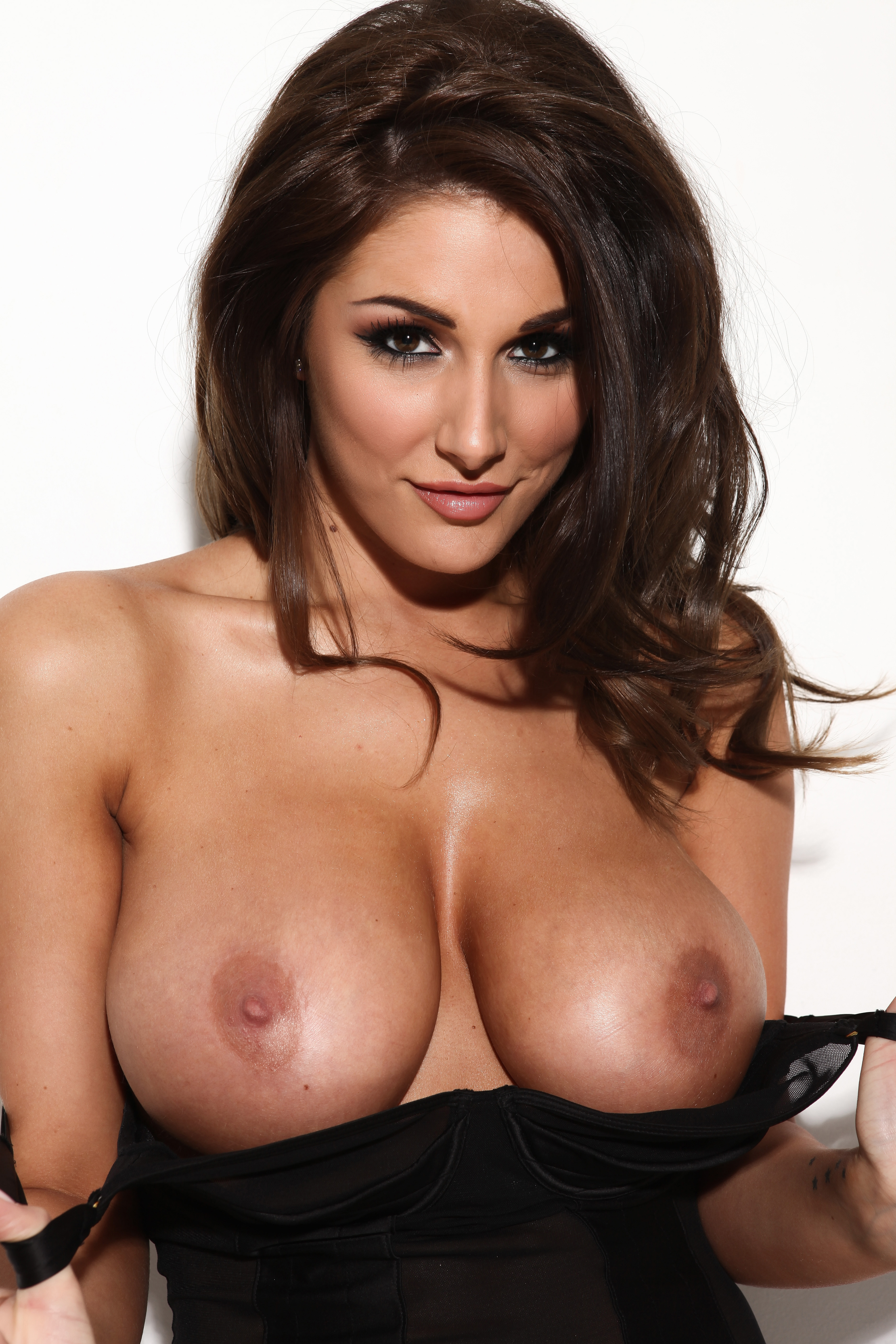 Lucy Pinder Topless Photo...
