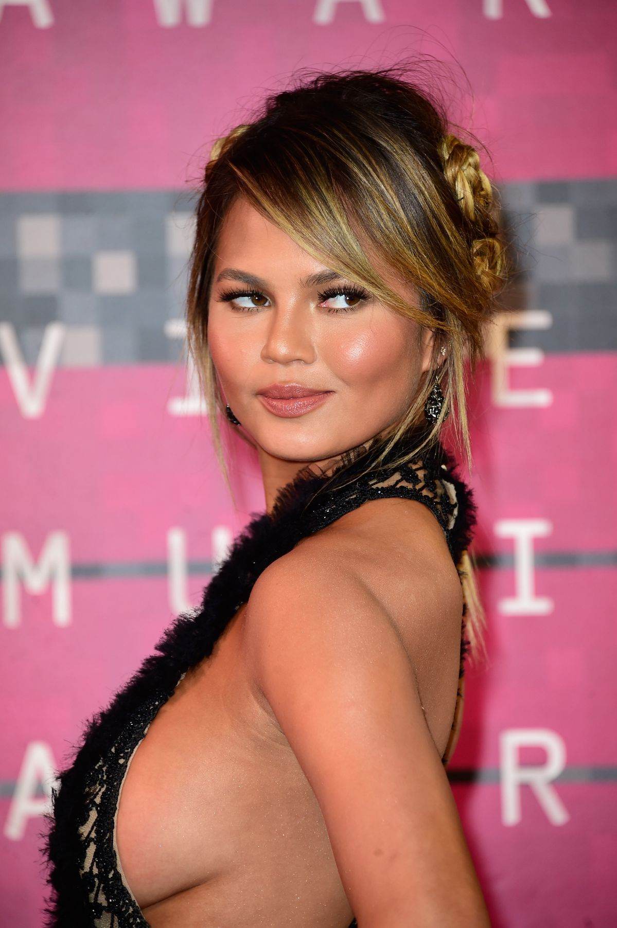 Chrissy Teigen Sexy Photo...