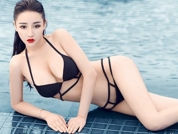 Mai Ping Guo Bikini Photo...