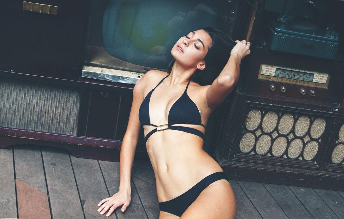 Sexy Topless Pics Of Mari...