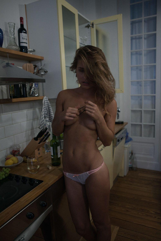 Marisa Papen Topless  Pic...