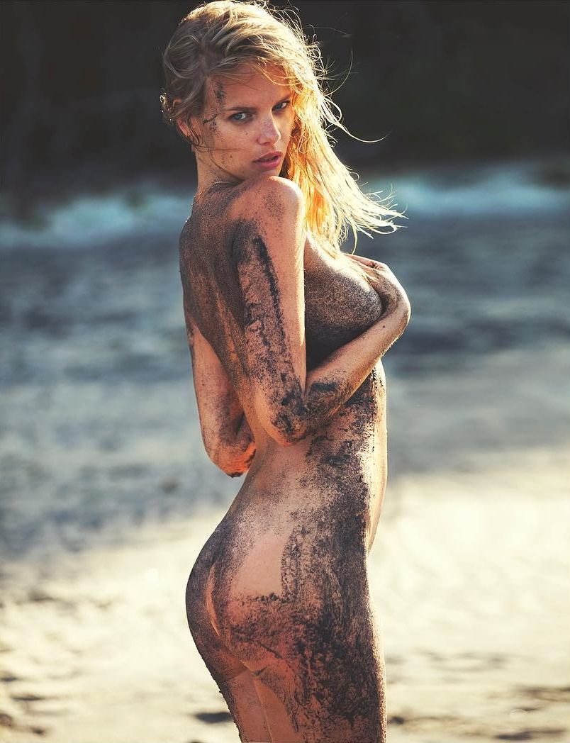 Nude Photos Of Marloes Ho...