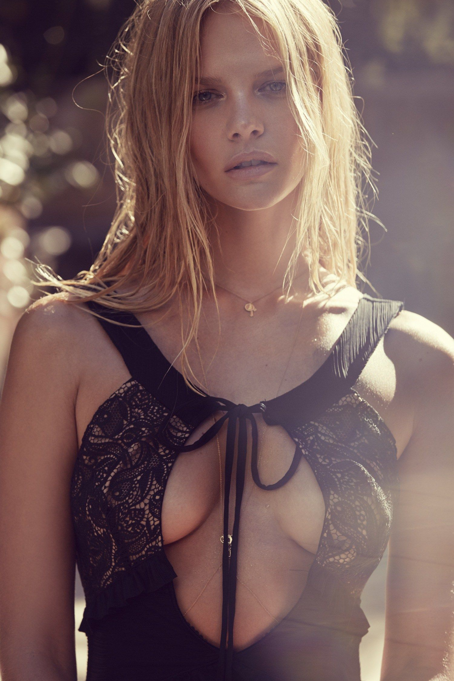 Marloes Horst Topless Pho...