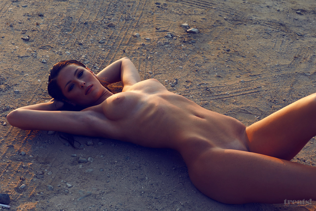 Mathilde Gohler Nude Phot...