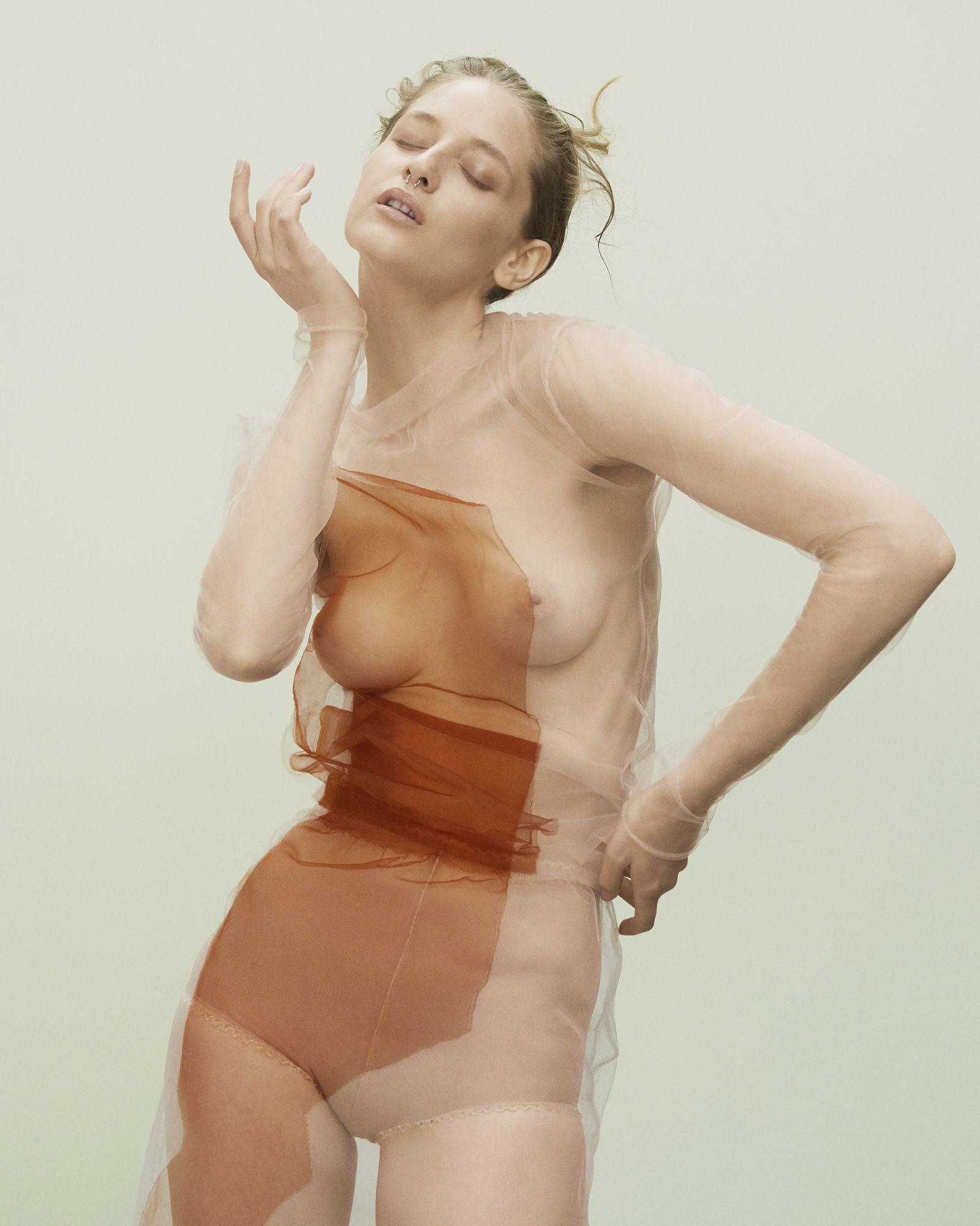 Naked Melina 92