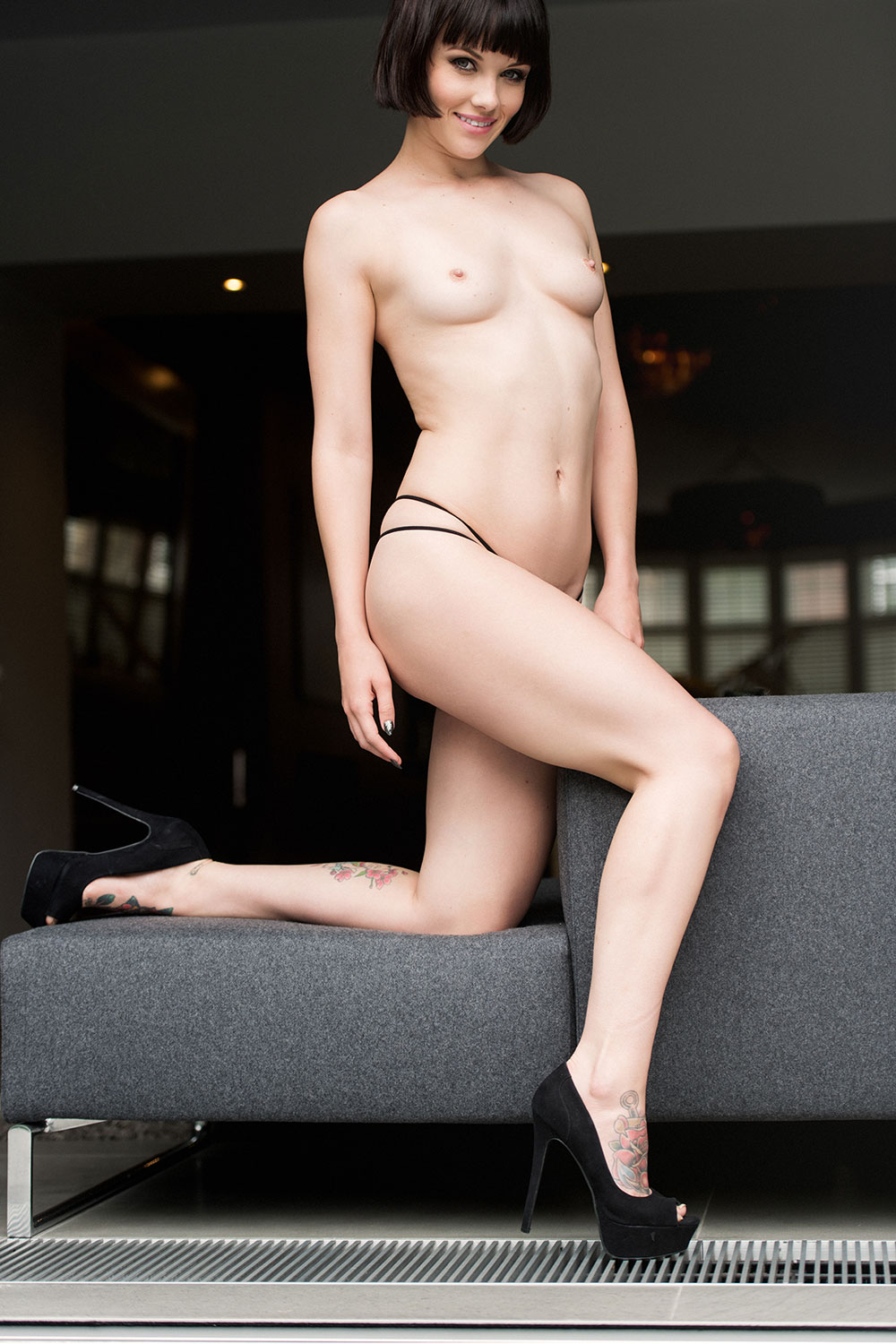 mellisa-clarke-sexy-and-topless2