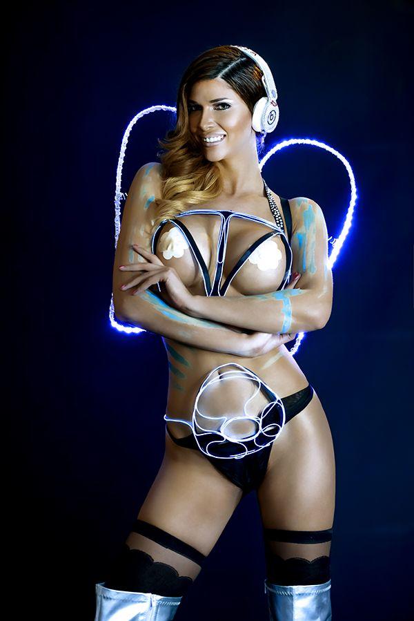 Sexy Pics Of Micaela Sch�...