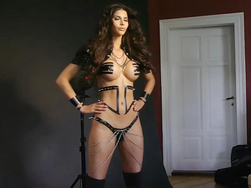 Micaela Schafer Sexy Phot...