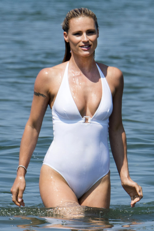 Michelle-Hunziker-in-Swimsuit-1