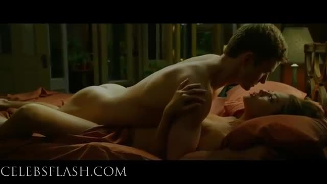 Mila Kunis Naked Pics