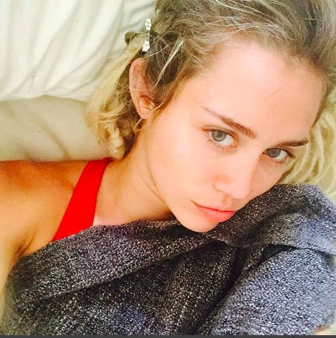 Sexy Selfies Of Miley Cyr...