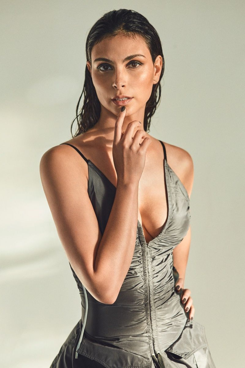 morena-baccarin-sexy-photos-1