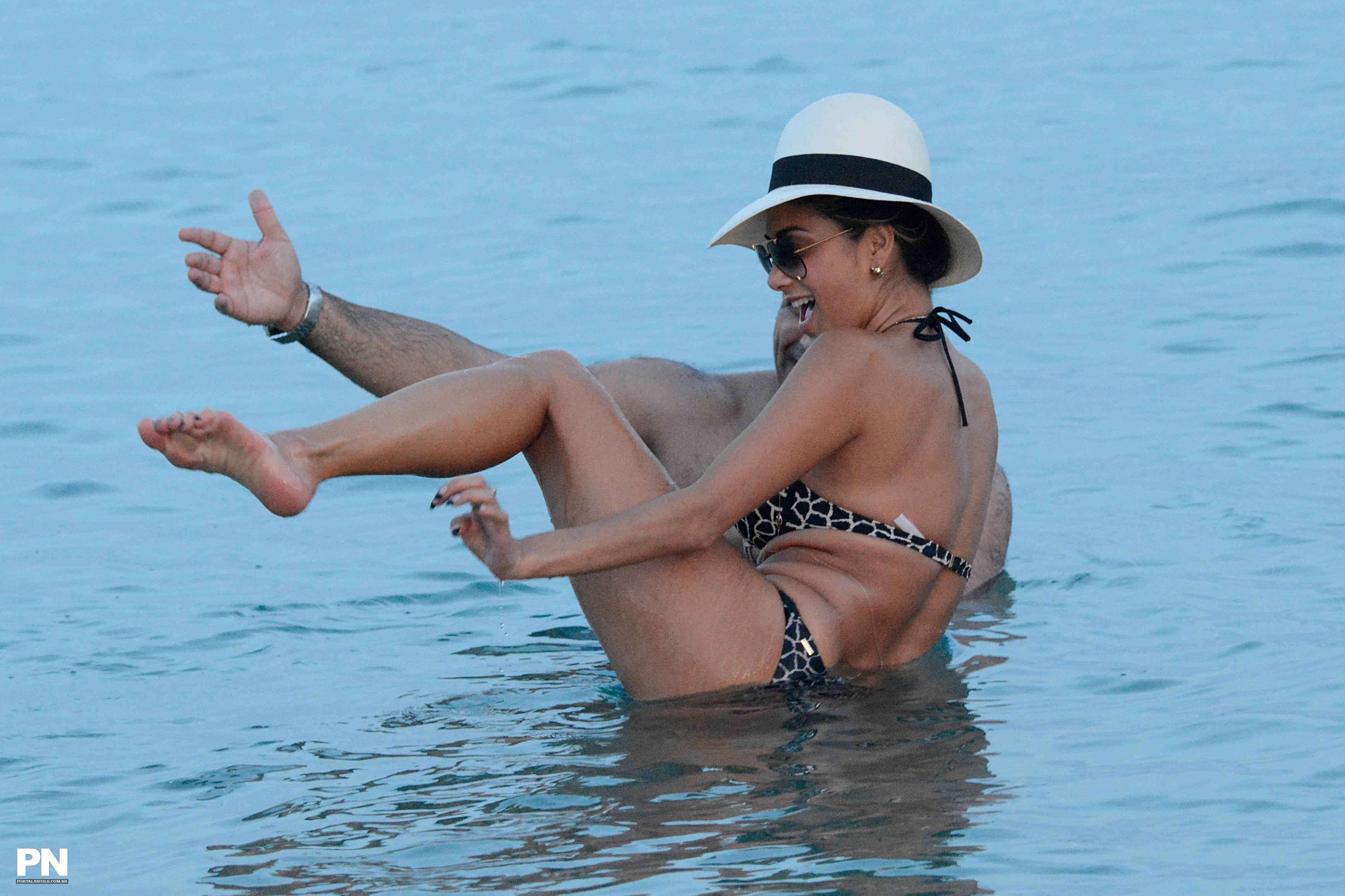 Nicole Scherzinger In Bik...