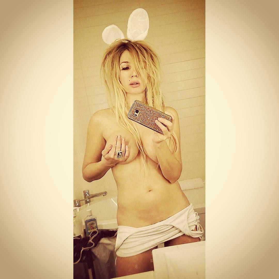 Nadeea Volianova Topless ...