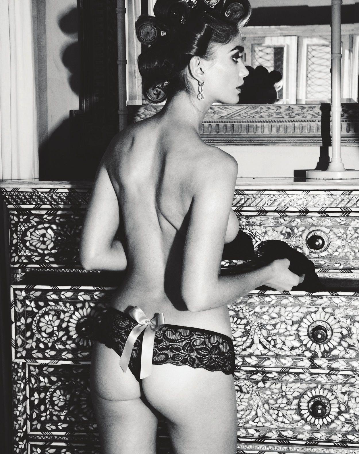Natalie Morris Topless Pi...