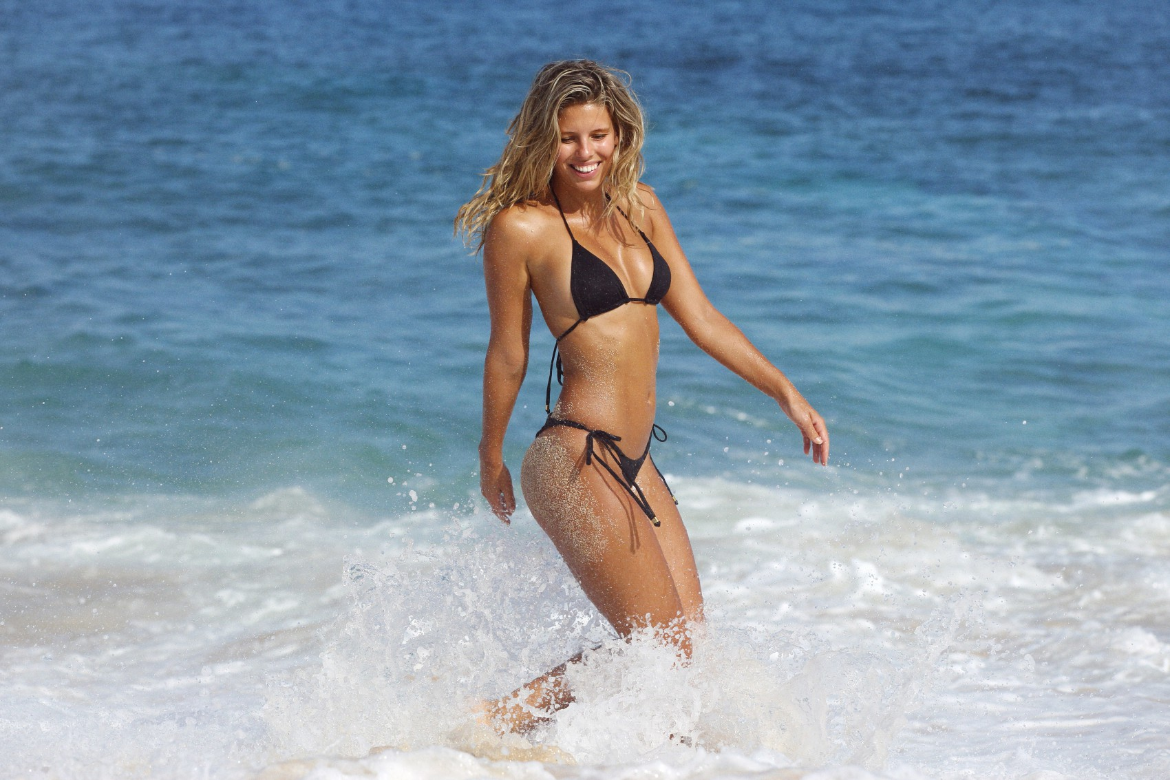 Natasha Oakley Sexy Photo...