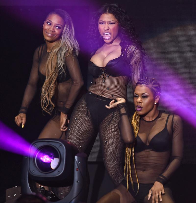 Nicki Minaj Areola Peak P...