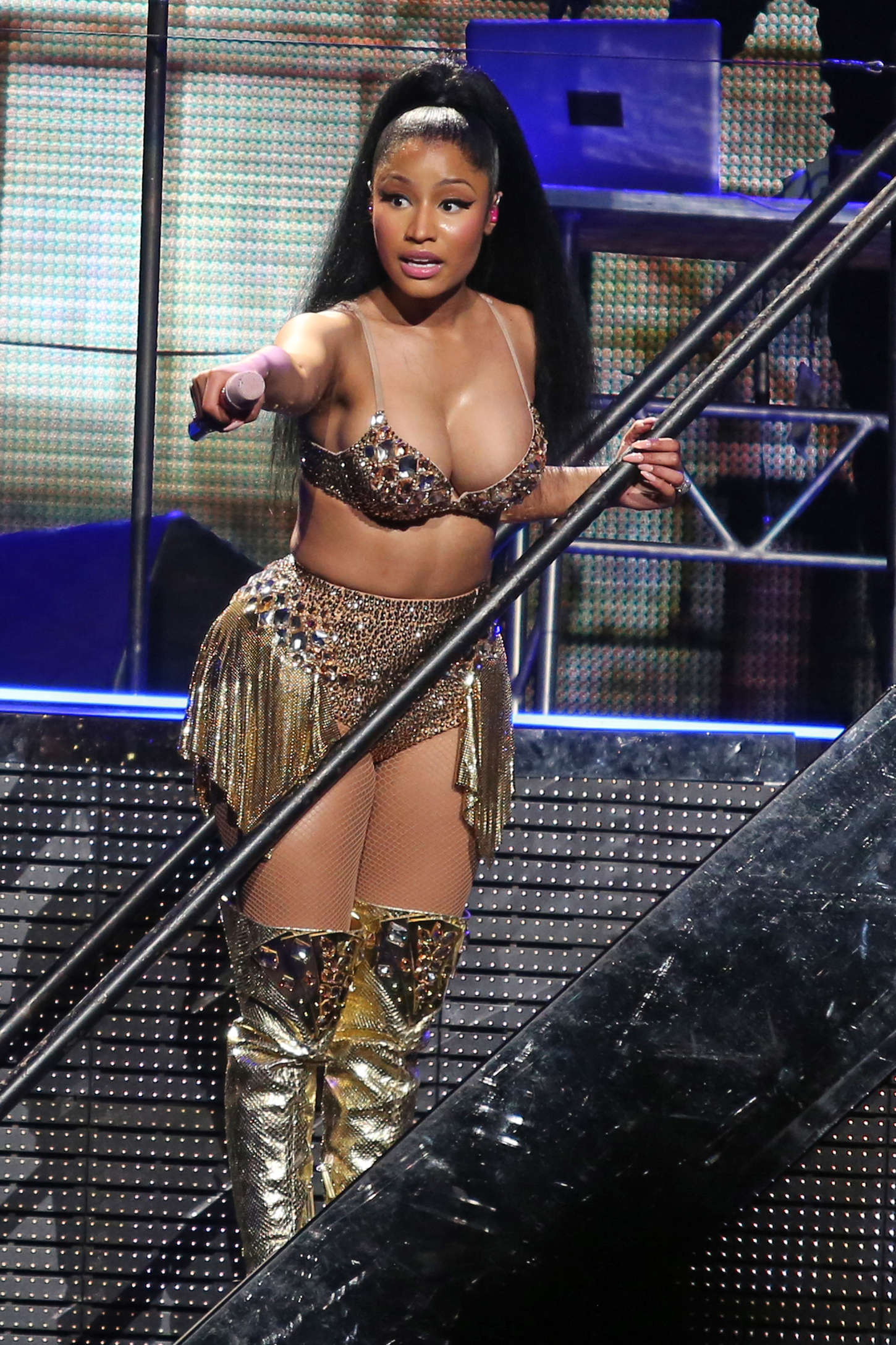 Nicki Minaj Cleavage Pics