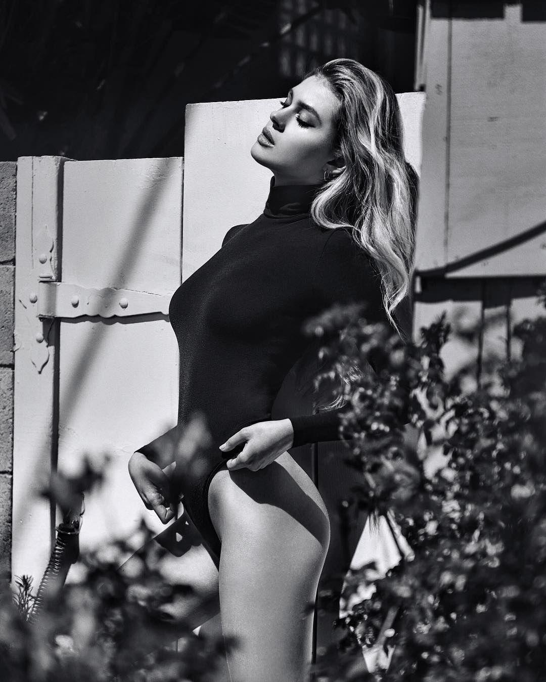 Nicola Peltz Sexy Photos