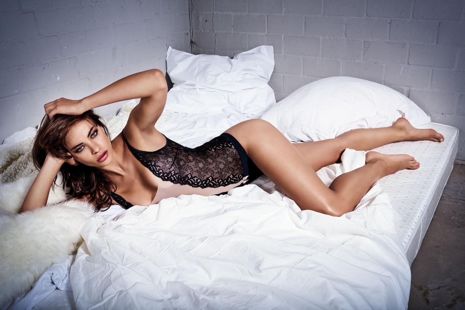 Nicole Meyer Sexy Pics