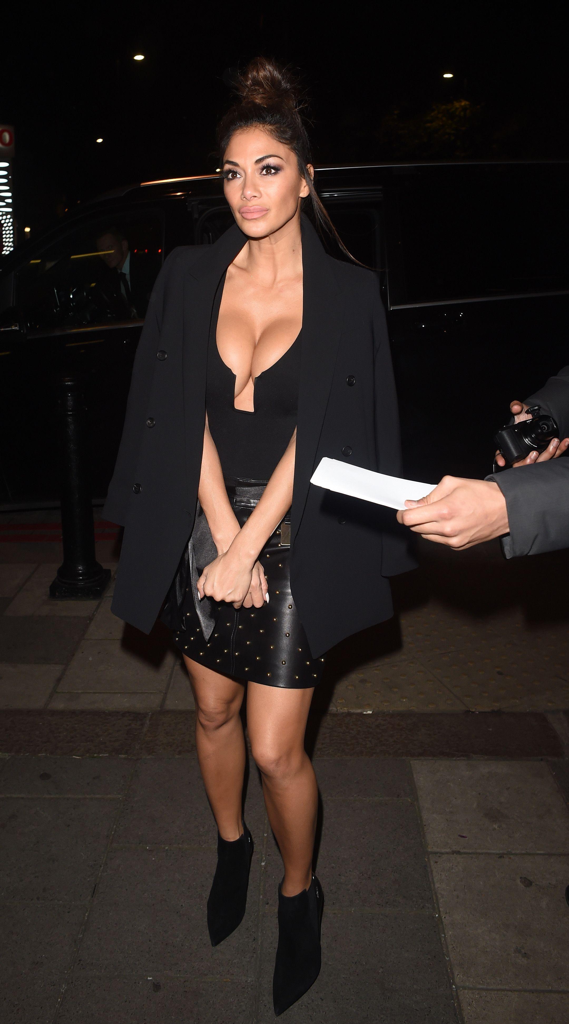 Nicole Scherzinger Cleava...