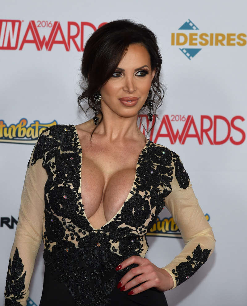 Nikki Benz Cleavage Pics