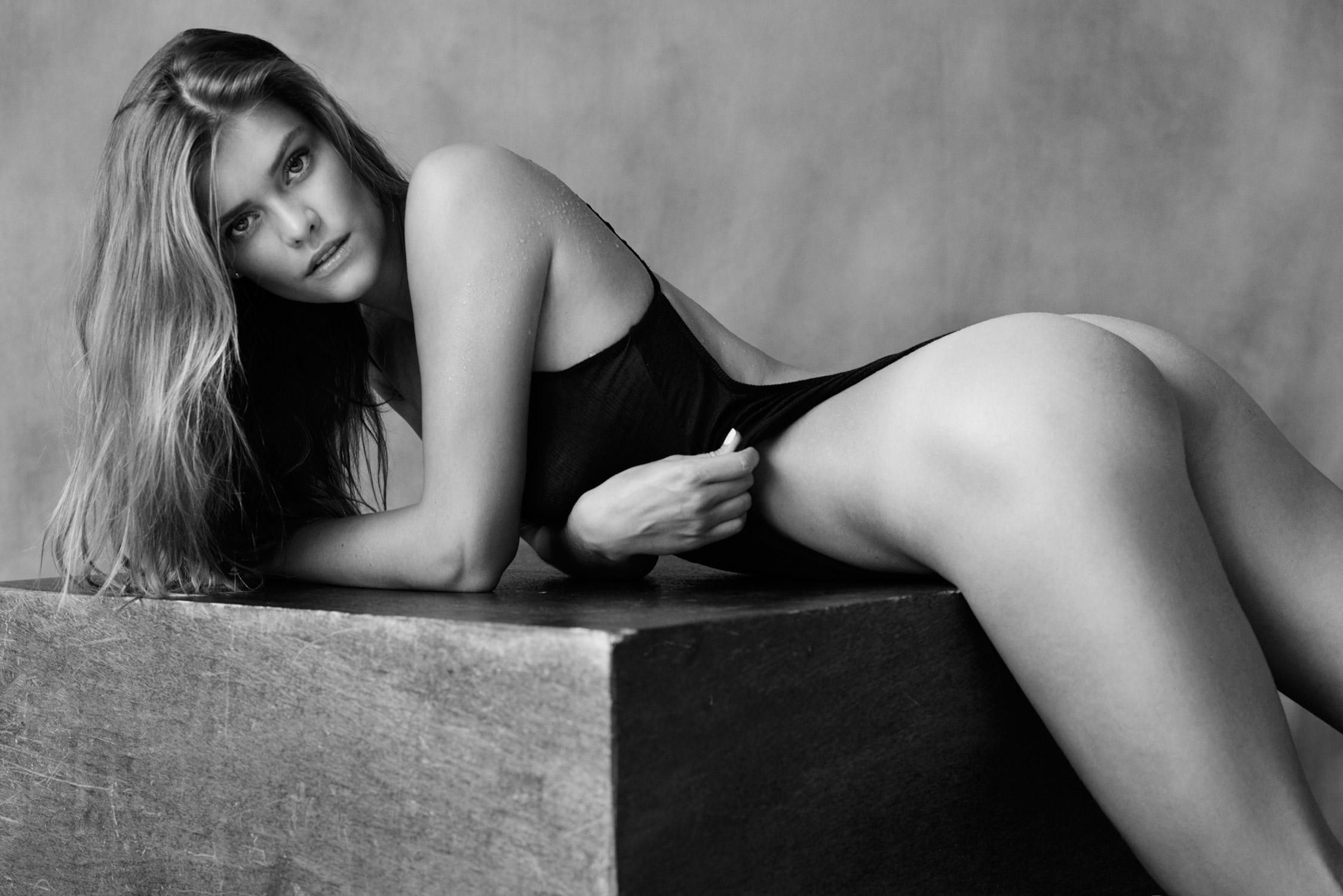 Nina Agdal Boobs Pics