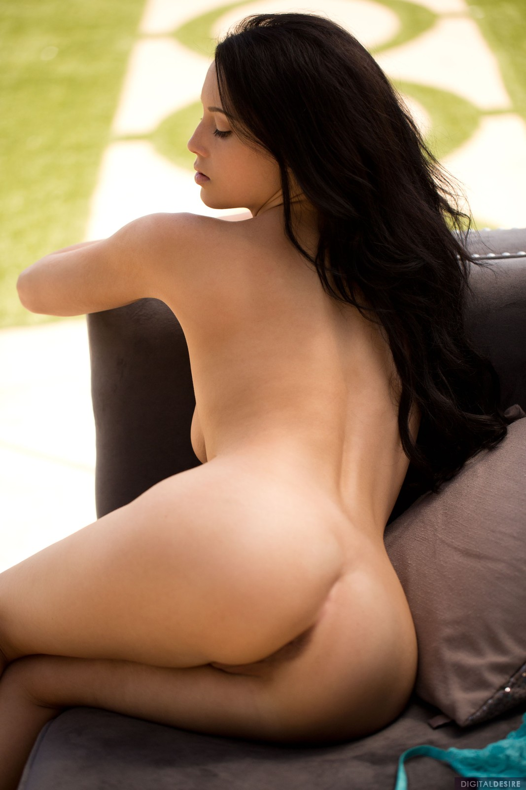 Noelle Easton Nude Photos...