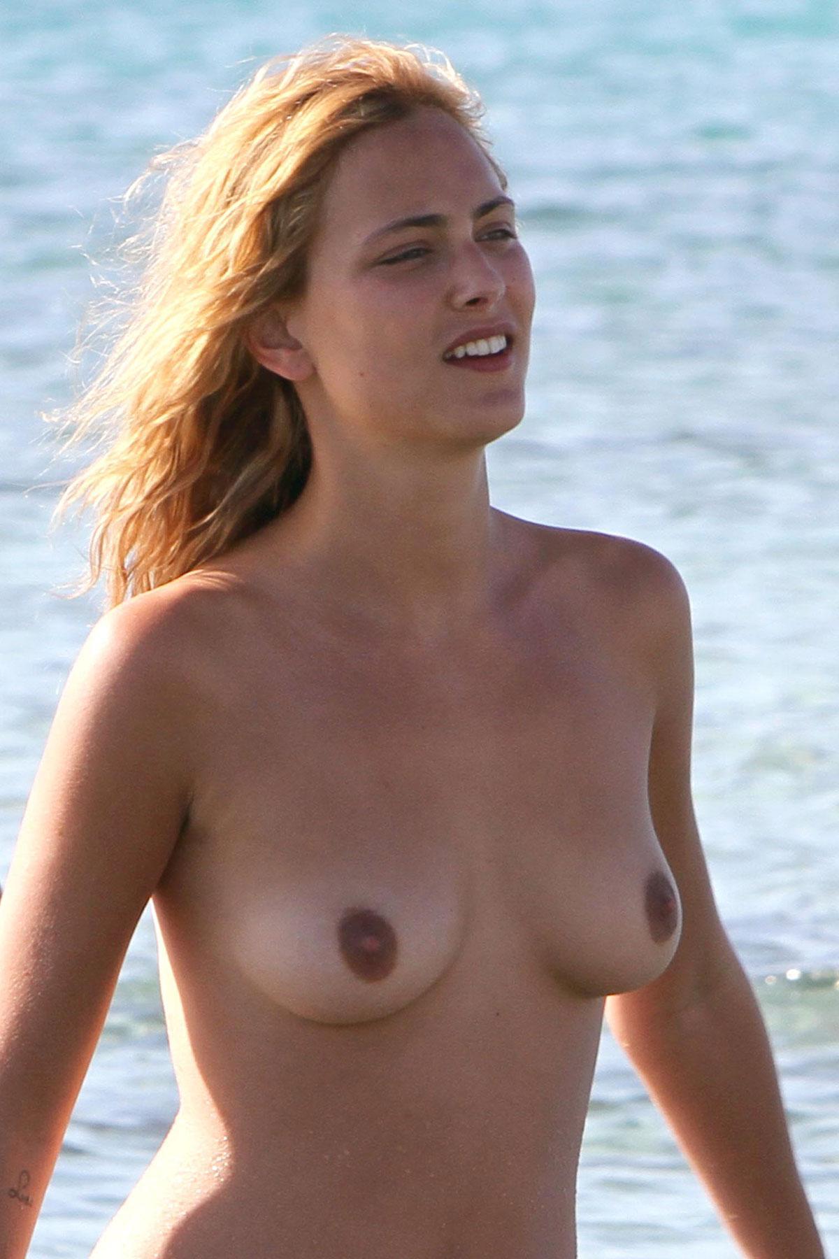 Nora Arnezeder Topless Pi...